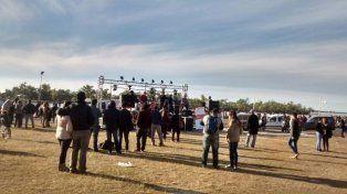 Hoy en la rotonda de la costanera se realizó un festival de rock solidario.