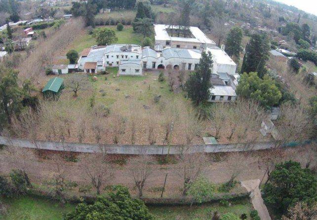 Encontraron tres bóvedas en la capilla del monasterio donde detuvieron a José López.