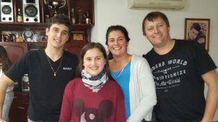 En familia. El piloto de General Ramírez disfrutando ayer de un día en familia luego de cantar victoria en La Plata.