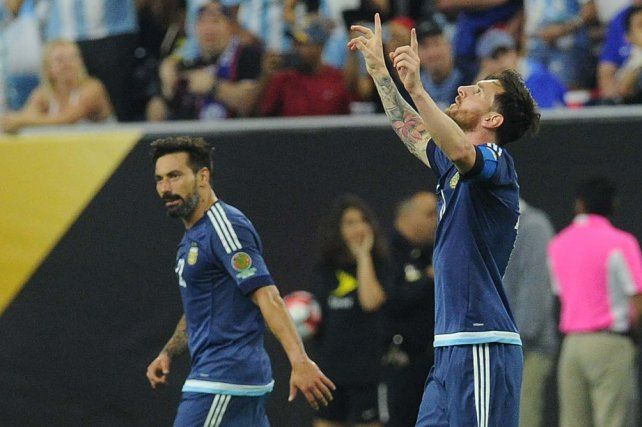 Argentina se metió en la final con una goleada