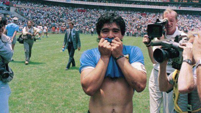 La historia detrás de la camiseta azul con la que Diego les hizo los goles a los ingleses