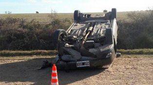 Conductora perdió el control del auto que conducía y volcó