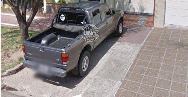 Una mamá armó un álbum de fotos con autos mal estacionados en Paraná