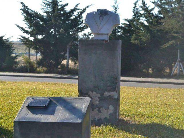 Decapitaron el busto de Néstor Kirchner de Concepción del Uruguay