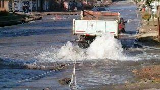 Se rompió un caño y calle Don Bosco fue un río