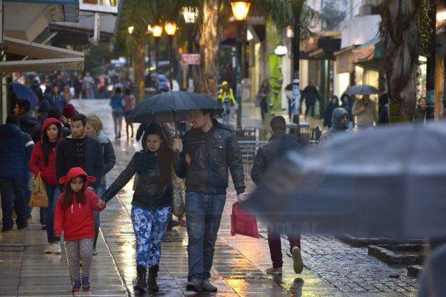 Jornada con lluvia y una máxima de 13 grados