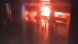 Video: el momento de la explosión en el aeropuerto de Estambul