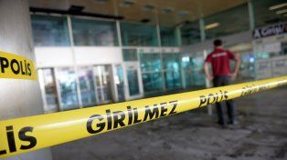 Estambul: sube a 41 la cifra de muertos por el atentado y vuelve a operar el aeropuerto