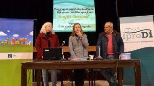 Los funcionarios provinciales en la presentación. Foto Prensa Iprodi.
