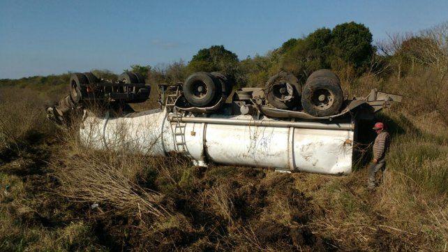 Camionero resultó ileso en un vuelco en ruta 1