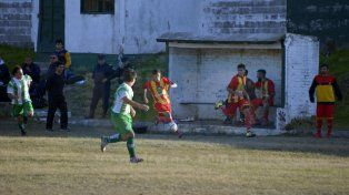 Neuquén goleó en Villa Almendral y es el nuevo puntero de la Zona B