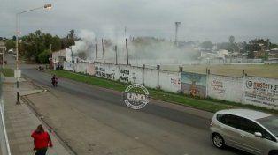 Estaban acondicionando el estadio para el partido con Banfield y prendieron fuego el pastizal.
