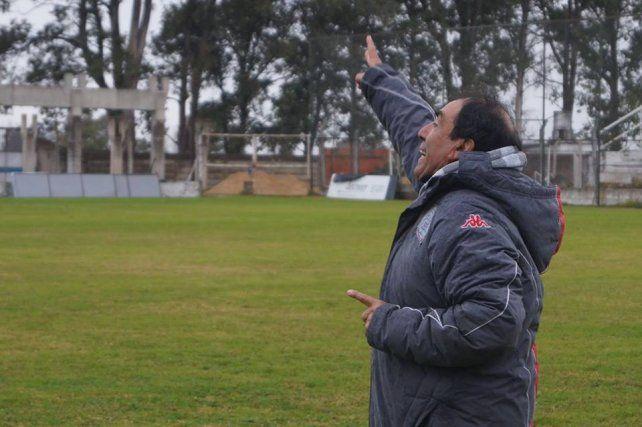 El técnico Carlos Roldán trajo aires nuevos para el fútbol del equipo uruguayense.