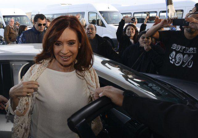 Luego de los allanamientos, Cristina vuelve este sábado a Buenos Aires