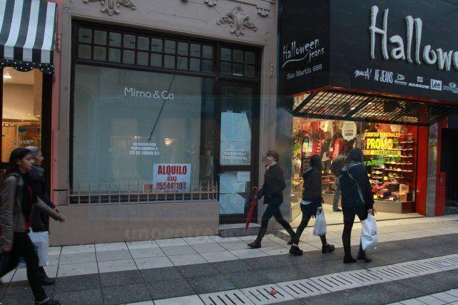 Bajaron la persiana. Tanto en la Peatonal como en calles adyacentes hay comercios que se fueron.