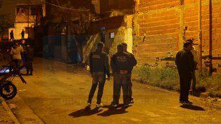 Tensión en el barrio Maccarone: asesinaron a un joven e hirieron a otros tres