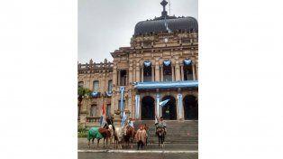 Emocionados. Felices arribaron a la capital tucumana.