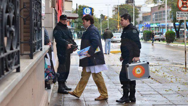 Peritos de Rosario arribaron a la capital provincial para analizar las pastillas. (Foto UNO/Juan Manuel Hernández)