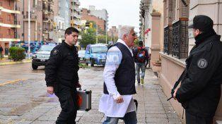 La policía científica de la federal está contando las pastillas. Foto UNO Juan Manuel Hernández.