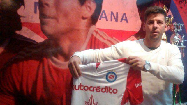 Fabricio Lenci con la camiseta de Argentinos. Firmó por dos años en la entidad de La Paternal.