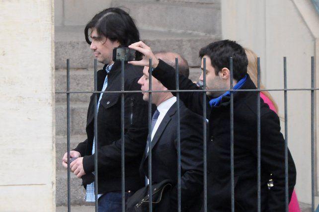 Martín Báez llegando a Tribunales de Comodoro Py.