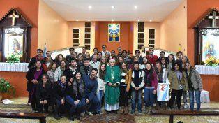 Expectativas. Los jóvenes peregrinos de Paraná participaron el domingo de la misa de envío en la parroquia del Divino Amor.
