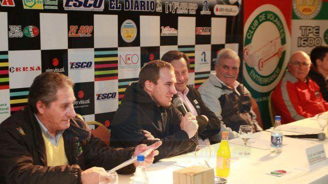 Werner y su apoyo. Al igual que Omar Martínez. Mariano dio sus palabras de motivación para los jóvenes pilotos.