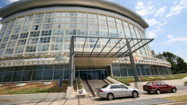 El estafador fue aprehendido en el estacionamiento del hotel internacional. (Foto: UNO/Archivo)