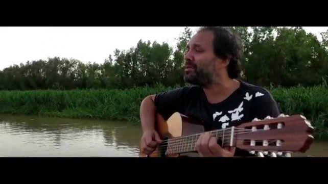 El cantautor rosarino Martín Neri presentará sus canciones relacionadas con el río.