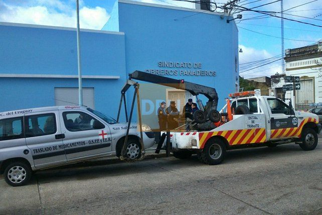 Detienen a sindicalista por sustraer un vehículo que le había llevado la grúa