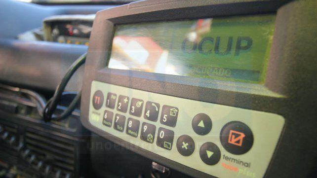 Los taxistas de Paraná piden que la bajada de bandera se fije en 23 pesos