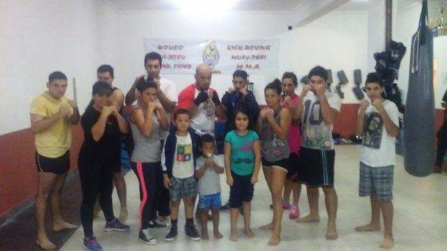 Hay equipo. El gimnasio Evolución de Paraná cuenta con alumnos de distintas edades que practican en Almafuerte.