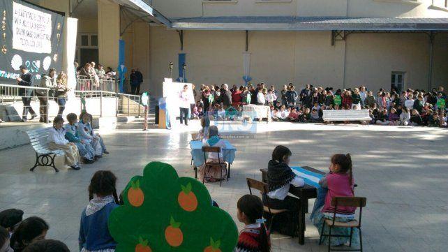 Festejo del Bicentenario en la escuela Del Centenario