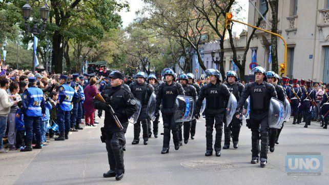 Se celebró el Bicentenario de la Independencia con un desfile cívico militar, en Paraná