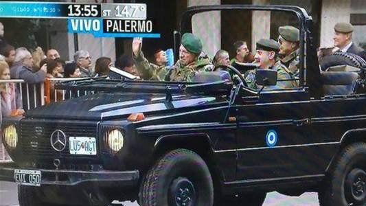 Críticas por la presencia de Aldo Rico en el desfile del Bicentenario de la Independencia