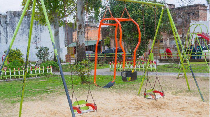 Ya puede disfrutarse la hamaca doble instalada por el herrero solidario de Nogoyá