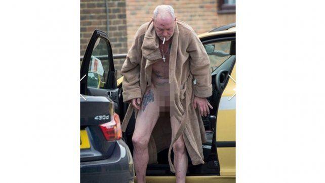Ex futbolista ebrio mostró el pene en la calle