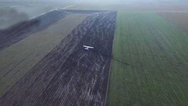 La avioneta que cayó en San Salvador llevaba droga y el piloto aún no aparece
