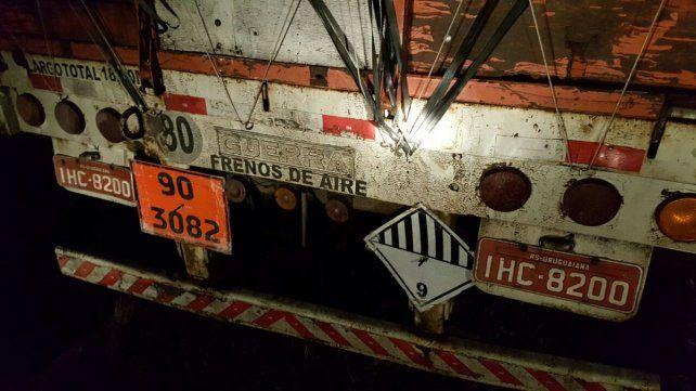 Casi vuelca un camión con bidones de agroquímicos en la ruta nacional 12