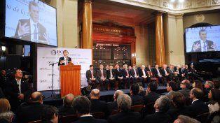 En la Bolsa de Comercio, Mauricio Macri pidió colaboración a los empresarios para el blanqueo de capitales