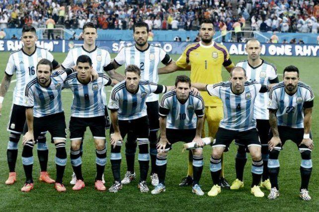 A un mes de dar la lista para enfrentar a Uruguay, no hay quien la confeccione