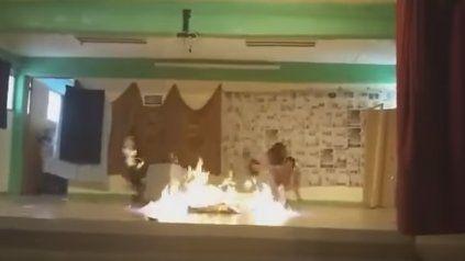 Fuego y drama en un acto escolar