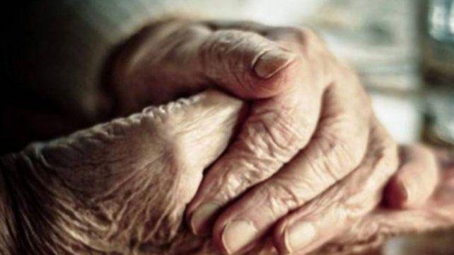 Le hizo creer a su madre que la sacaba a cenar y la encerró en un geriátrico