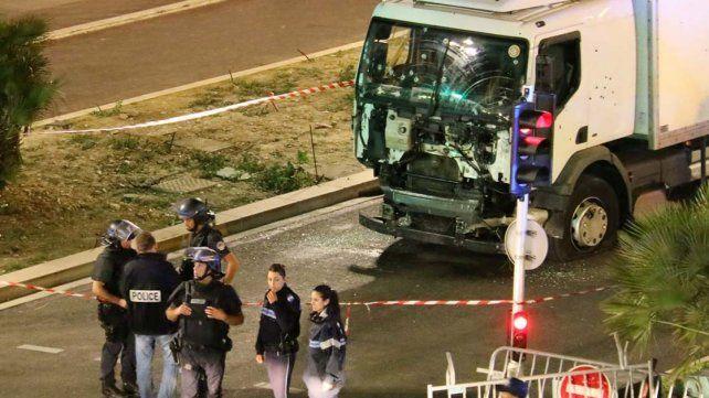 El gobierno francés informó que ya son 84 los muertos por el atentado en Niza