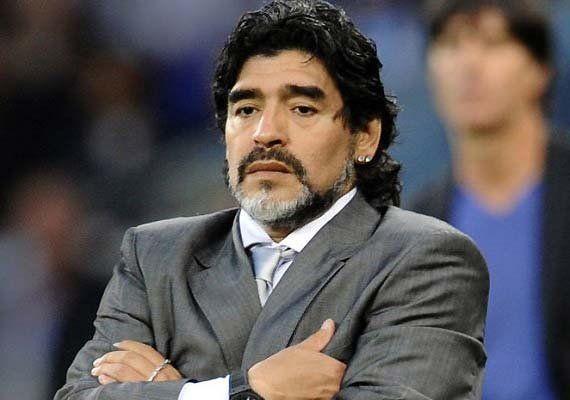 En Paraná, Diego Maradona anunció su retiro