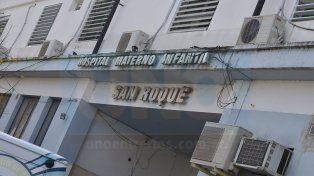La mujer y sus dos pequeños fueron trasladados al hospital San Roque.