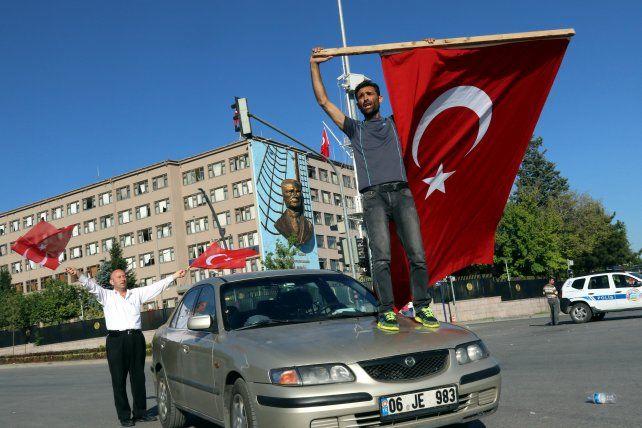 El intento de golpe de Estado en Turquía dejó 265 muertos