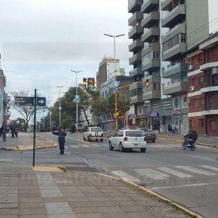 Ayer permanecieron intermitentes los semáforos e inspectores ayudaron a ordenar el tránsito para evitar inconvenientes.