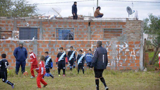 La competencia cuenta con 80 equipos provenientes de la región.
