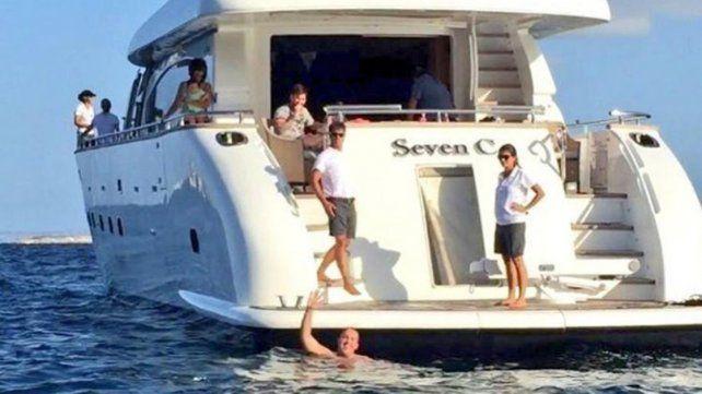 Un fan de Messi llegó nadando hasta su yate